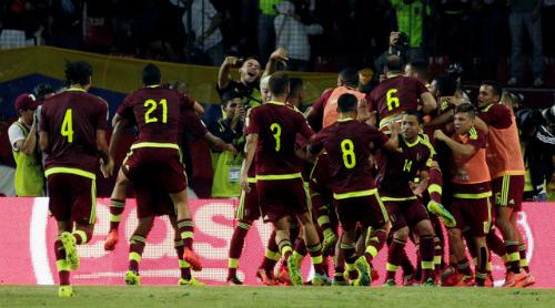 Vắng Messi, Argentina mất ngôi đầu vòng loại World Cup