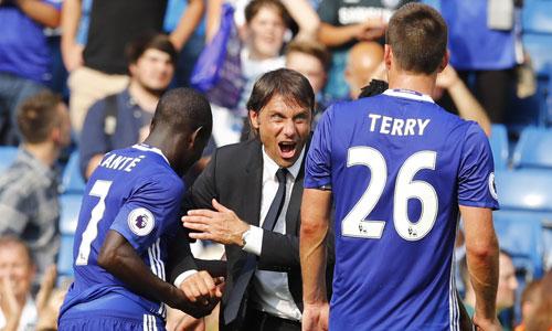 Conte nhắc học trò không nên mất tập trung vì derby Manchester