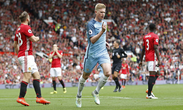 De Bruyne tỏa sáng, Guardiola đánh bại Mourinho ở derby Manchester