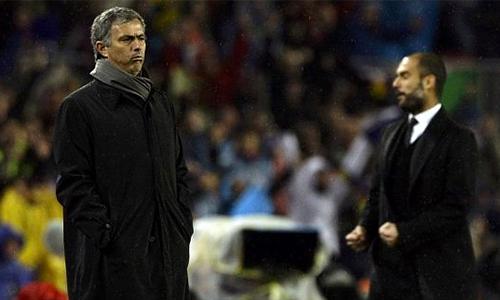 """Mourinho - Guardiola và chuyện chưa biết về """"bàn tay nhỏ"""""""