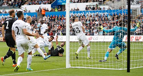 Costa lập cú đúp, Chelsea duy trì mạch bất bại
