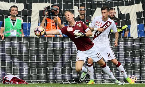 Joe Hart có màn ra mắt đáng quên tại Serie A