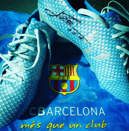 Messi tặng quà cho nhà vô địch Tour de France