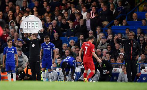"""Henry: """"Không thể hiểu việc thay ba người phút 84 của Conte"""""""