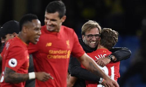 Liverpool khiến Chelsea thua trận đầu tiên dưới thời Conte