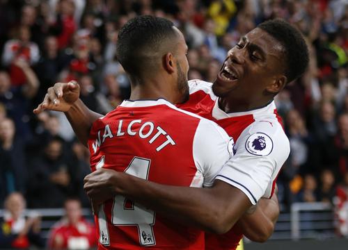 Arsenal đại thắng, leo lên nhóm dẫn đầu giải Ngoại hạng Anh