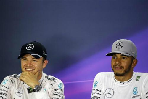 Rosberg giành pole, Hamilton xuất phát thứ ba tại Singapore GP