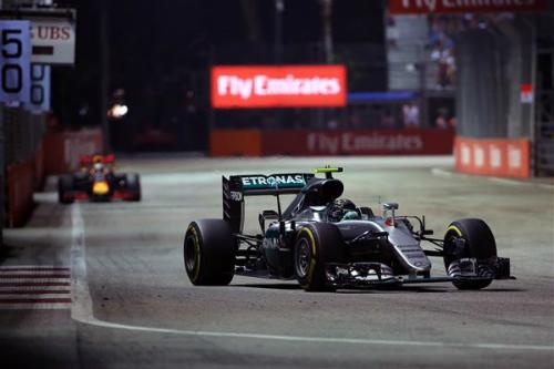 Rosberg soán ngôi đầu của Hamilton tại GP Singapore