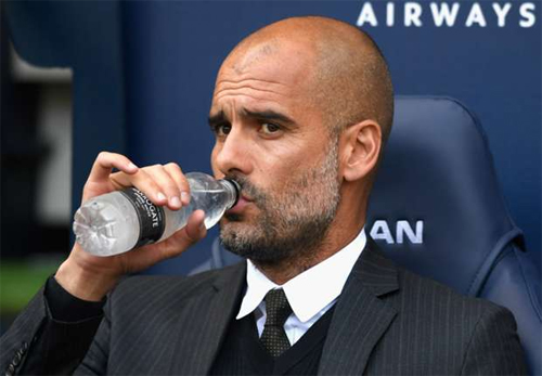 Guardiola văng tục khi được hỏi về cơ hội ăn bốn của Man City