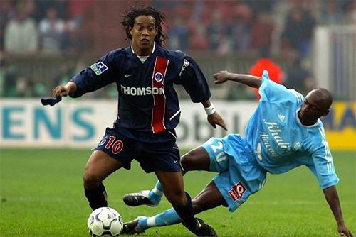 Đồng đội cũ tố Ronaldinho lười biếng, không chịu tập