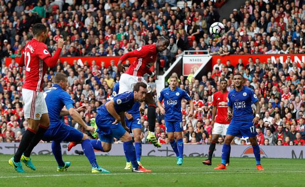 Pogba ghi bàn đầu tiên, Man Utd đè bẹp Leicester