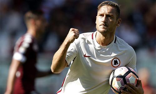 Totti ghi bàn thứ 250 ở Serie A trong trận cầu Joe Hart chói sáng