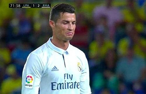 Ronaldo bị nghi chửi Zidane sau khi bị thay ra ngoài