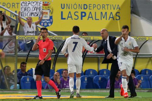 Báo chí Tây Ban Nha thi nhau lên án Ronaldo, bênh HLV Zidane