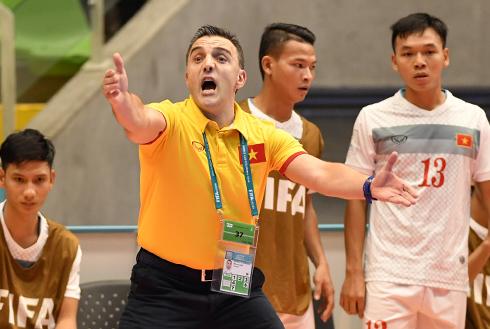 HLV Bruno chia tay futsal Việt Nam