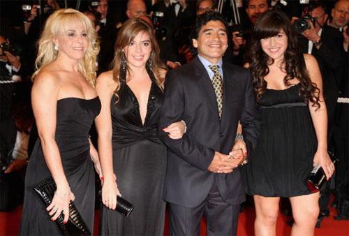 Vợ cũ sắp kiện Maradona về tội có con rơi