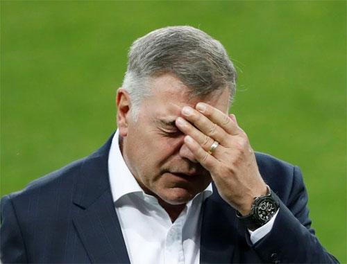 4000 chiếc áo bị vứt đi vì Allardyce từ chức HLV tuyển Anh