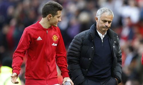 Mourinho khởi đầu mùa giải tệ hơn Van Gaal