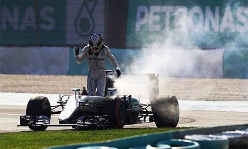 Hamilton ám chỉ bị Mercedes cố tình triệt hạ