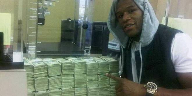 Mayweather khoe triệu đô, ném tiền cho khán giả - ảnh thể thao