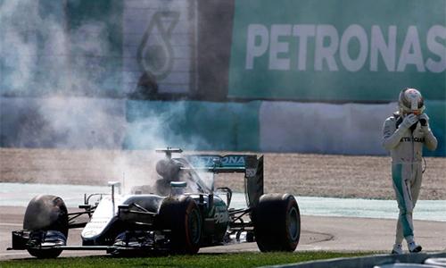Mercedes lo động cơ lại bốc cháy tại GP Nhật Bản - ảnh 1