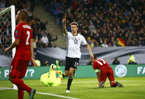 Muller lập cú đúp thứ hai liên tiếp, Đức thắng đậm CH Czech