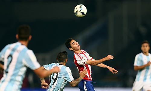 aguero-da-hong-phat-den-argentina-thua-paraguay-1