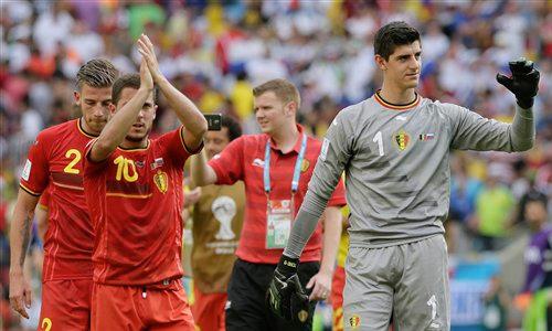Courtois tức giận với trò phô diễn kỹ thuật của Hazard