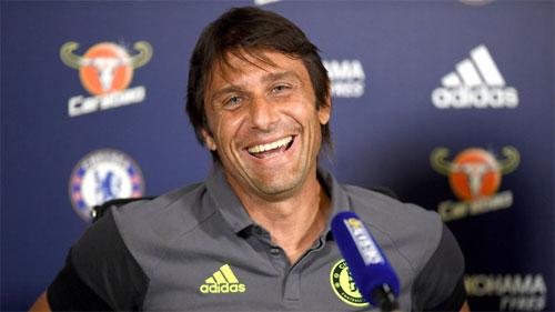 Conte cười khẩy trước tin đồn bị Chelsea sa thải
