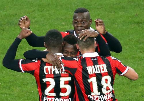 Nice thống trị ngôi đầu Ligue I dù Balotelli đá hỏng phạt đền