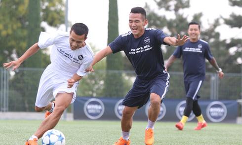 HLV Real Madrid ấn tượng với cầu thủ phong trào Việt Nam