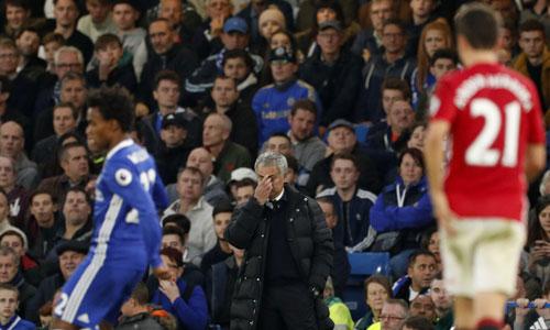 Mourinho xin lỗi CĐV Man Utd