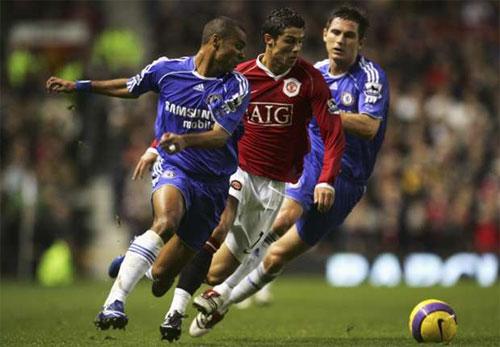 Ronaldo coi Ashley Cole là đối thủ khó chịu nhất