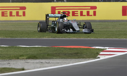 Vì sao hai tay đua Mercedes không bị phạt tại GP Mexico? - ảnh 1