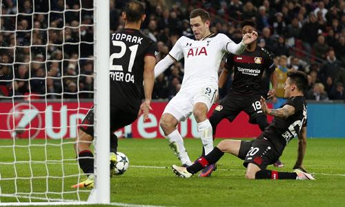 Tottenham thua đối thủ cạnh tranh suất đi tiếp trên sân nhà