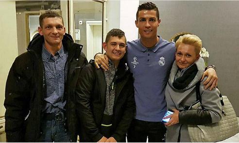 Chàng trai thoát hôn mê nhờ Ronaldo đoàn tụ với thần tượng