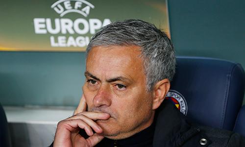Mourinho tệ hơn Moyes và Van Gaal qua 16 trận đầu nắm Man Utd