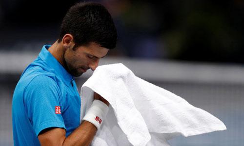Djokovic bị loại ở Paris Masters, có thể mất ngôi số một ngày mai