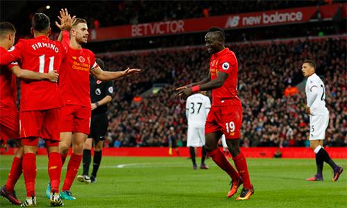 Liverpool lần đầu lên đỉnh Ngoại hạng Anh dưới trướng Klopp