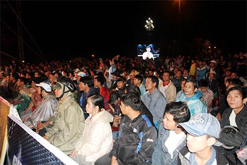 Khán giả Quảng Ngãi đội mưa xem võ cổ truyền