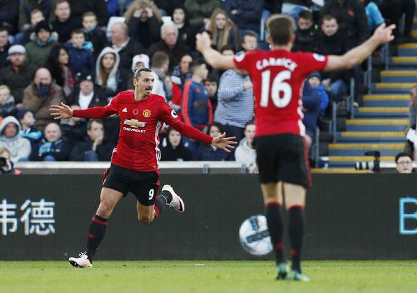 Pogba, Ibrahimovic ghi bàn, Man Utd đánh bại Swansea