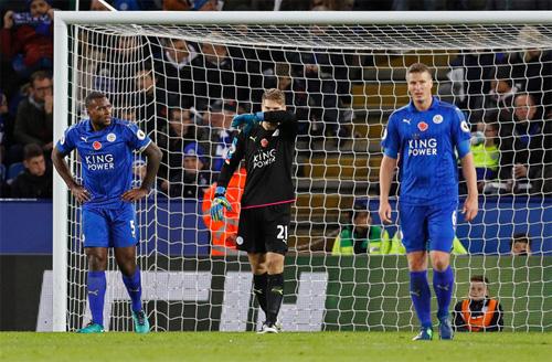 Leicester thất thủ, tiếp cận nhóm xuống hạng