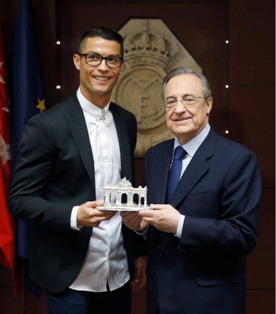 Dân mạng 'đá xoáy' vào chiếc kính của Ronaldo - ảnh thể thao