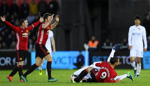 Ibrahimovic xin lỗi CĐV Man Utd vì án treo giò