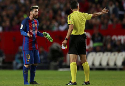 Barca kháng án chiếc thẻ vàng của Messi