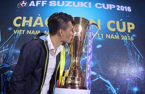 cong-vinh-tru-um-thai-lan-truoc-them-aff-cup-2016-1