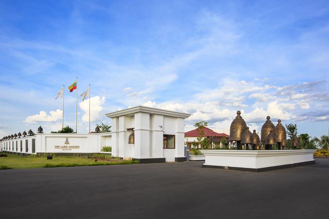 Tuyển Việt Nam không được ở khách sạn của bầu Đức tại AFF Cup - ảnh thể thao