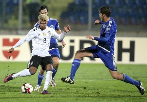 Cựu cầu thủ Arsenal lập hat-trick trong chiến thắng 8-0 của Đức