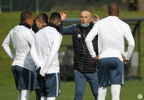 Stefano Pioli ở Inter: Bước ra thế giới hay trôi vào hư vô