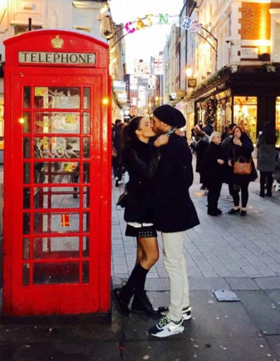 Sergio Ramos đắm đuối hôn bạn gái tại London - ảnh thể thao